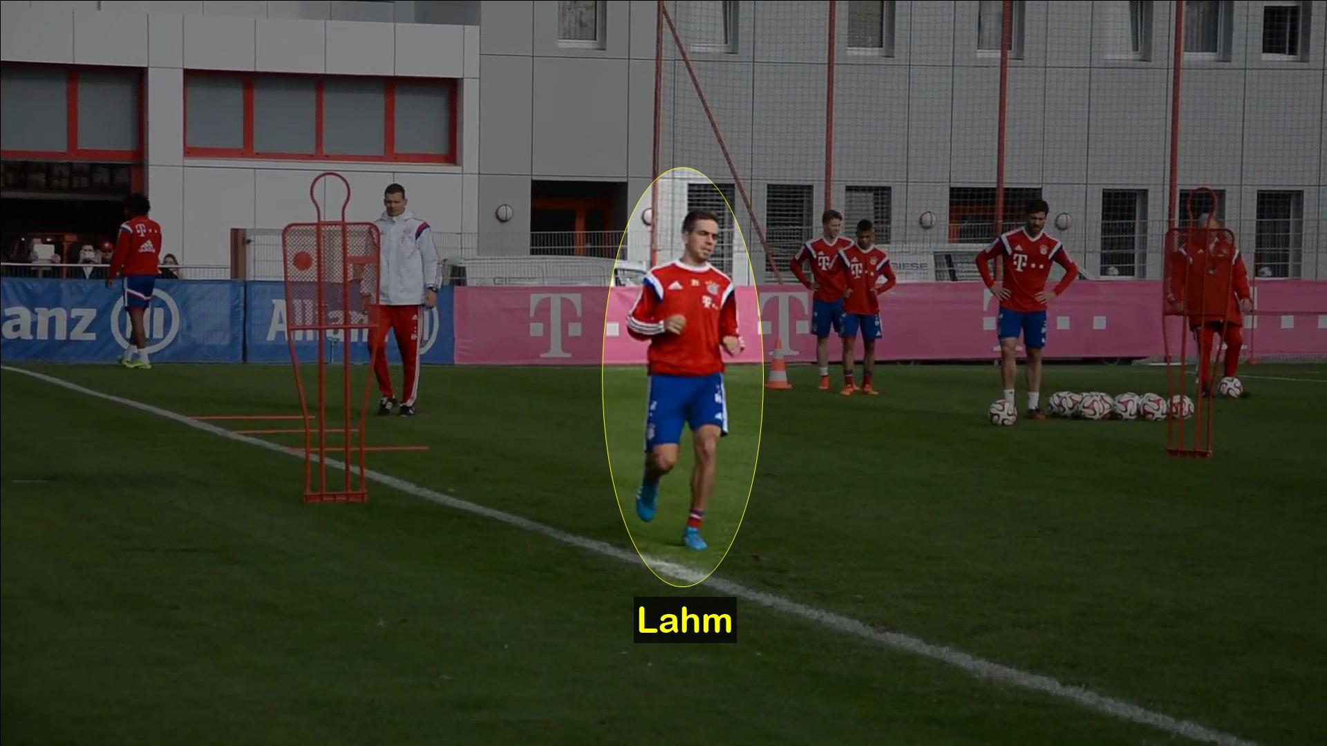 Lahm entrenando en un circuito en el Bayern Munich