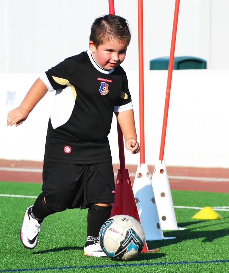 Entrenamiento Analítico en Fútbol. Regatear conos. Pedagogía Analítica y Teoría Asociacionista.