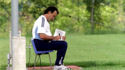 """Marcelo Bielsa. Marcelo """"el loco"""" Bielsa. Entrenador de fútbol."""
