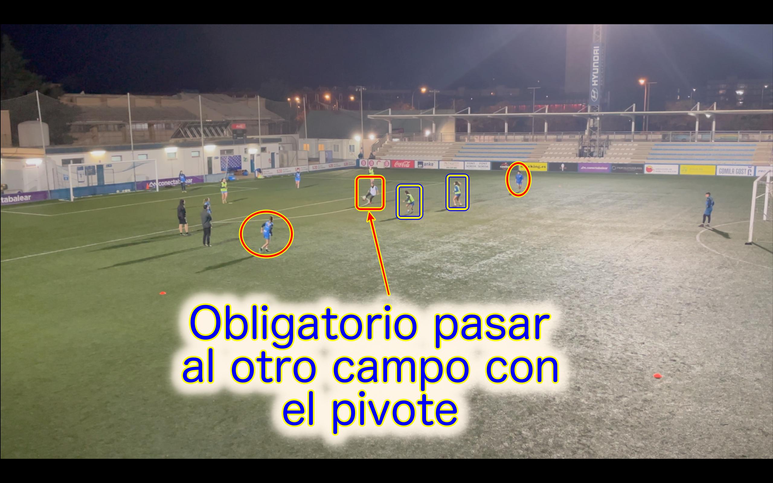 Situación Txema Expósito. Ejercicio de entrenamiento fútbol. Salida de balón. Atlético Baleares femenino.